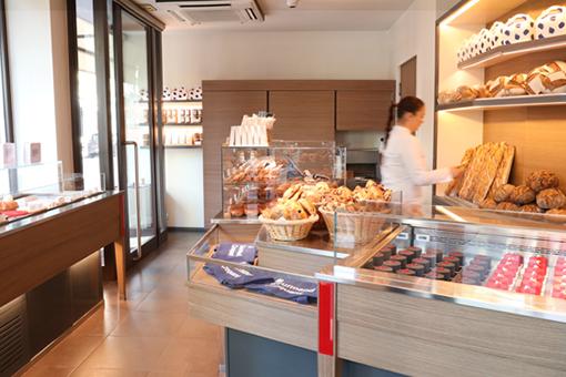 boutique pâtisserie paul bert Cyril Lignac